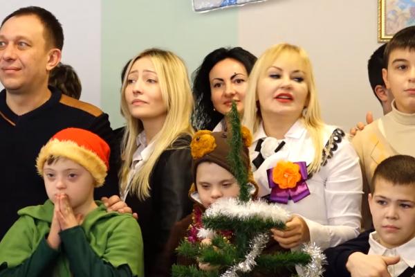 Новорічний ранок та багато подарунків: учні спеціальної школи зустрічали гостей