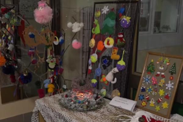 Ексклюзивні новорічні іграшки: у Тернополі школярі підготували унікальну виставку