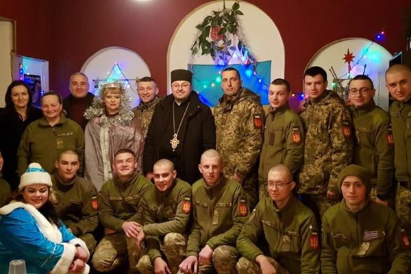 Військовим 44 бригади, які працювали у наряді у Новорічну ніч, міська влада та священики подякували за роботу