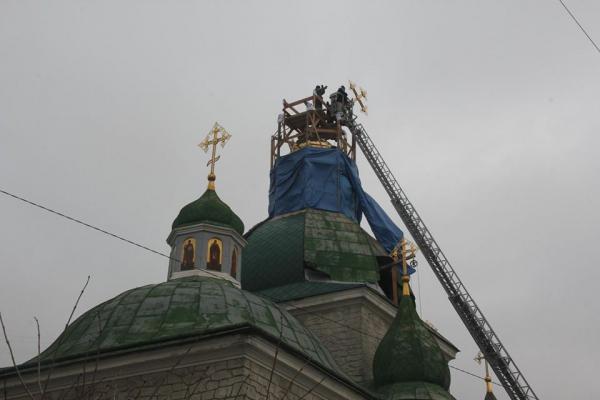 У Тернополі  освятили  центральний накупольний хрест  «Зеленої  церкви»