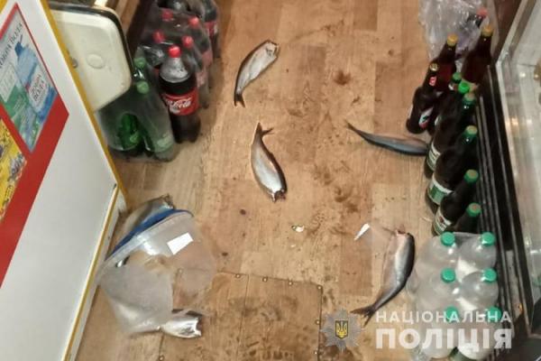 «Протест щодо продажу алкоголю»: на Тернопільщині чоловік розтрощив магазин