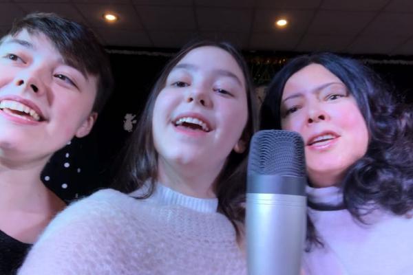 Тернопільська виконавиця записала новорічний хіт разом із доньками (Відео)