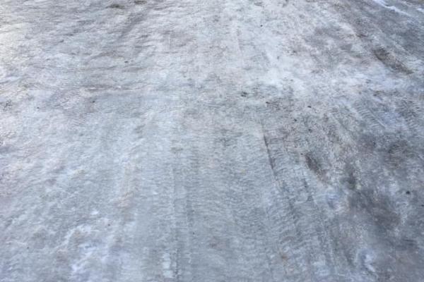 На Новий рік замість доріг у Бучачі були «льодові ковзанки»