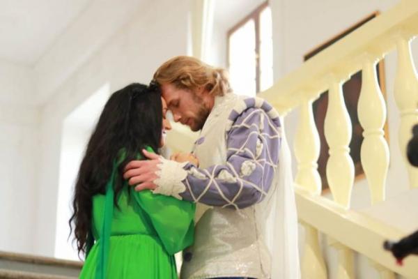 Під час зйомок кліпу в тернопільської співачки Надії Кулик від свічок загорілися коси