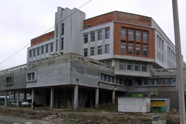 Тернополянин зареєстрував петицію на сайті Президента України щодо бібліотеки-довгобуду у місті