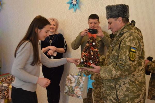 Тернопільщина: діти передали військовим особливі подарунки