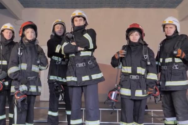 Тернопільські рятувальники долучились до відомого челенджу (Відео)