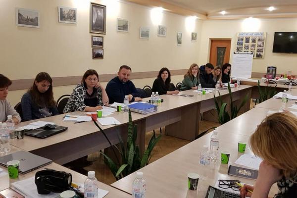 У Тернопільському «Карітасі» обговорили як самостійно фінансувати соціально-педагогічні і просвітницькі послуги у 2020-му році