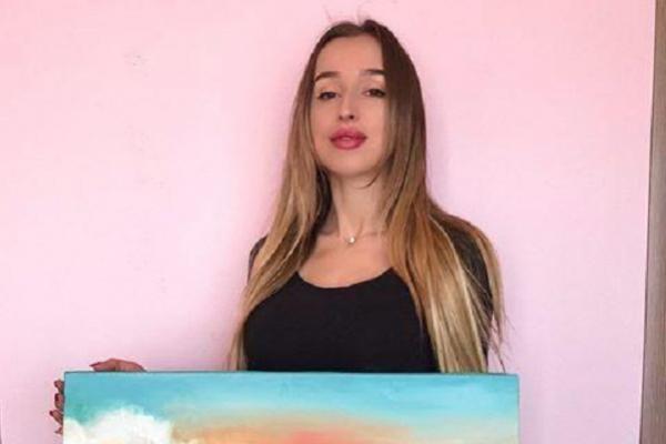 Тернопільска художниця продає свої роботи, щоб підтримати дітей, котрі постраждали від вибуху газу