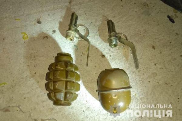 Житель Чортківського району зберігав у себе вдома арсенал зброї