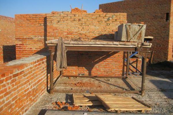 Смерть на роботі: на Тернопільщині чоловік опинився під тоннами цегли