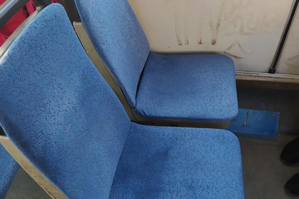 Тернопіль: у тролейбусах замінюють обшивку сидіння (Фото)
