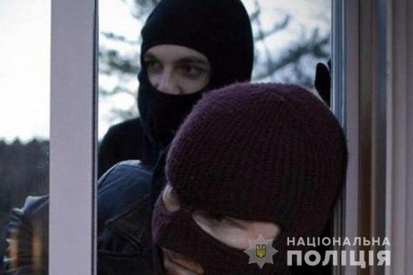 «Зв'язали скотчем руки»: на Тернопільщині грабіжники обікрали будинок фермерів