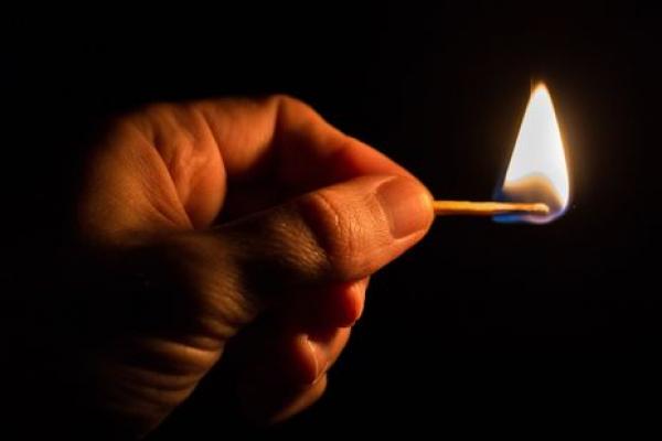 У Тернополі затримали чоловіка, який через конфлікт із продавчинею підпалив кіоск