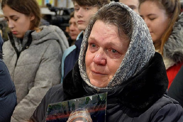 Священник Московського патріархату вигнав iз церкви матір загиблого «кіборга» та його дітей
