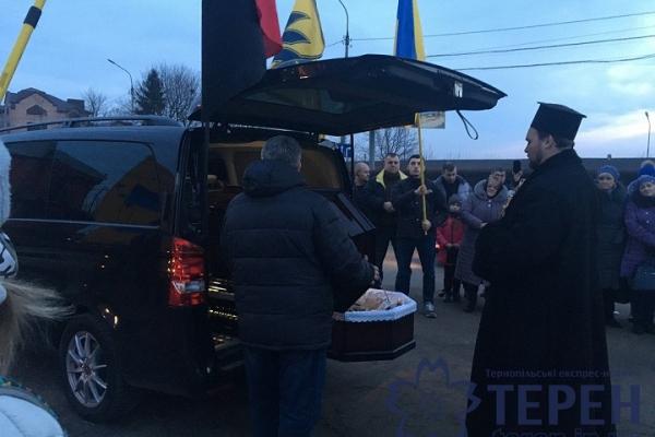 У Тернополі попрощалися із загиблим добровольцем
