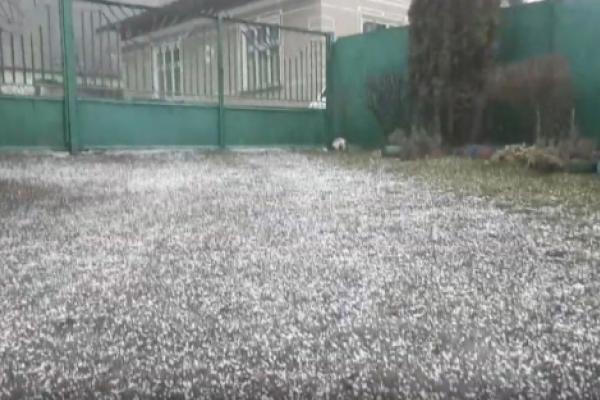 «Били блискавки»: з'явилося відео «аномальної» зимової грози на Тернопільщині (Відео)