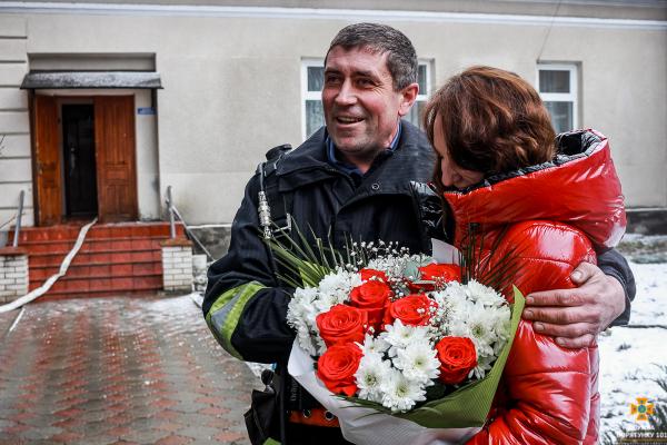 Сказала довгоочікуване «Так»: на Тернопільщині рятувальник оригінально зробив пропозицію коханій (Фото)