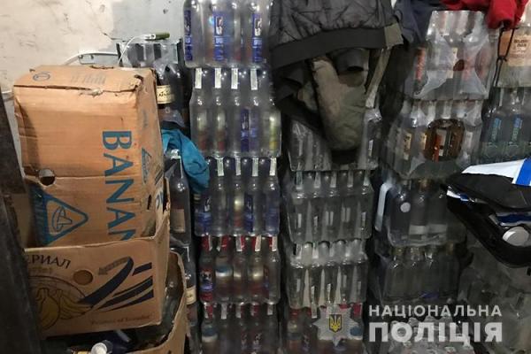 Діяльність нелегального цеху з виготовлення фальсифікованого спиртного припинили оперативники Тернопільщини