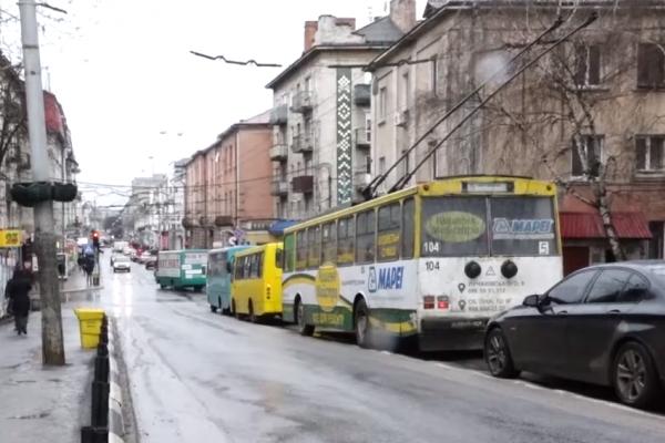 Які зміни допоможуть уникнути заторів на центральній вулиці Тернополя