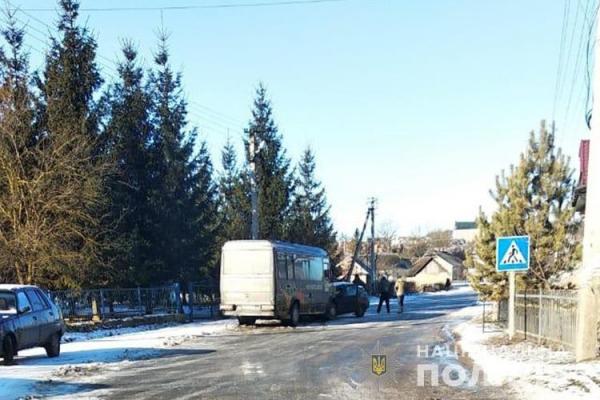 ДТП: на Тернопільщині автобус врізався в легковий автомобіль