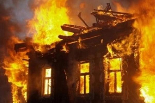 На Тернопільщині чоловіка витягнули з полум'я