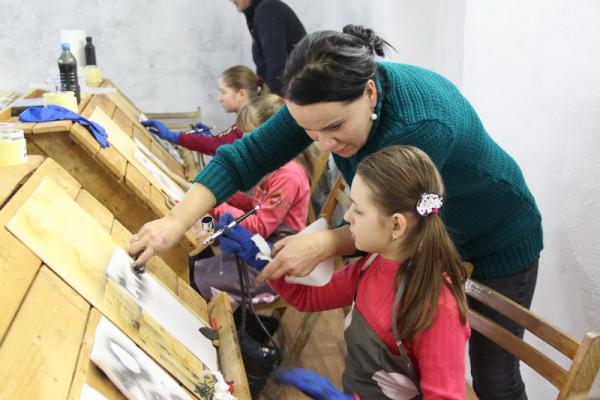 У Зарваниці на Тернопільщині відкрили арт-студію повітряного пензля «Натхнення Зарваниці»