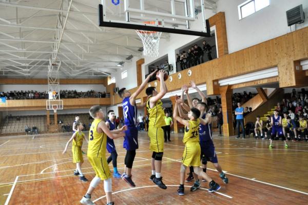 Чортківська баскетбольна команда «Кристал» тричі перемогла Всеукраїнській юнацькій баскетбольній лізі України