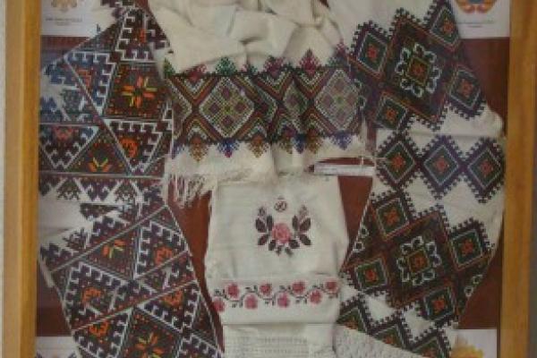 У Тернопільському краєзнавчому музеї діє виставка українських вишитих рушників