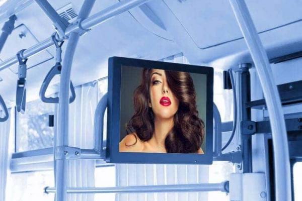 Коли у громадському транспорті Тернополя вимкнуть надокучливу рекламу?