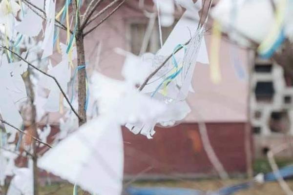Тернополян закликають розвішати своїх паперових ангелів у «Сквері волонтерів» до Дня Героїв Небесної Сотні