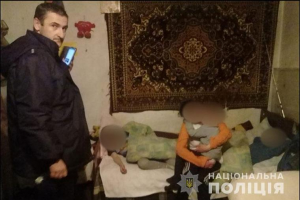 На Тернопільщині троє малолітніх дітей втекли з дому поки їхні батьки розпивали алкоголь