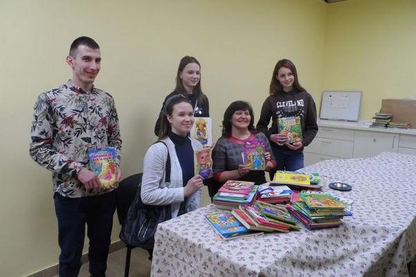 Більше 1000 книжок подарували дітям з центру комплексної реабілітації осіб з інвалідністю