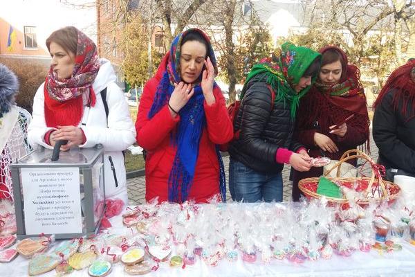 Волонтери у Тернополі провели благодійний ярмарок, щоб  врятувати життя Артемчика Сілецького