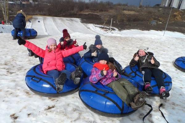 «Активна зима» - хто у Савич-парку катається на сноутюбах безкоштовно