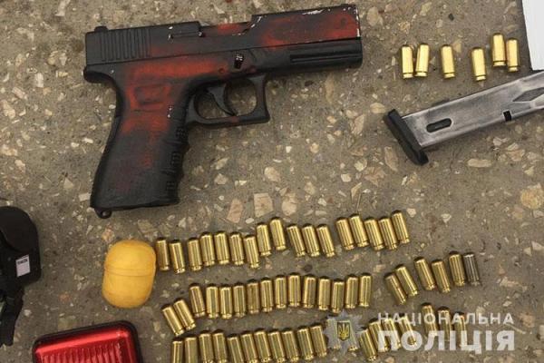 Тернопільщина: у водія виявили зброю та наркотик