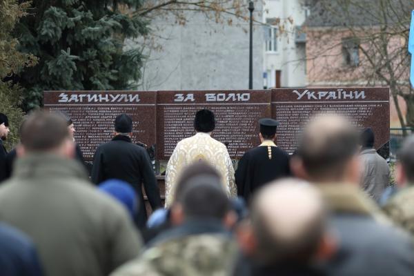 «Ніякі ордена, медалі та відзнаки їх не повернуть»: у Тернополі вшанували пам'ять загиблих героїв