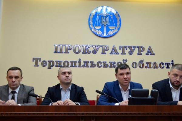 У прокуратурі Тернопільської області представили колективу прокуратури двох нових заступників прокурора області