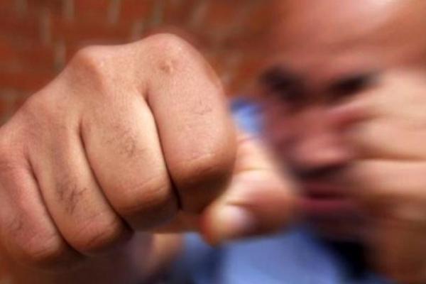 «Напав з кулаками»: у Тернополі хлопець побив продавчиню