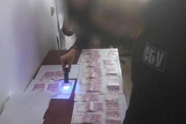 «П'ять тисяч гривень і ніяких аліментів»: на Тернопільщині затримали посадовця на хабарі