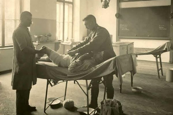 Лікарня на Тернопільщині 100 років тому
