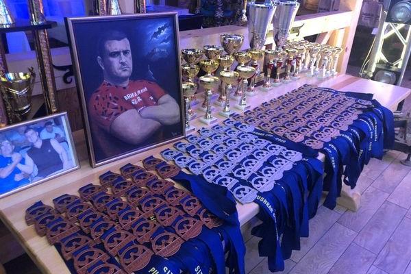«Кубок Пушкарів»: На Тернопільщині проходить міжнародний турнір з армспортру (Наживо)