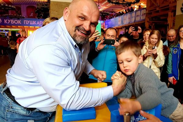 Василь Вірастюк поділився у Кременці зворушливими спогадами та поборовся з наймолодшим Пушкарем