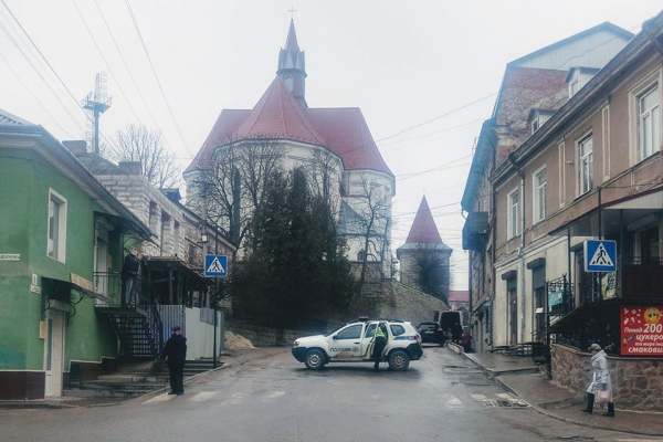 У Бережанах водій збив електроопору (Фото)