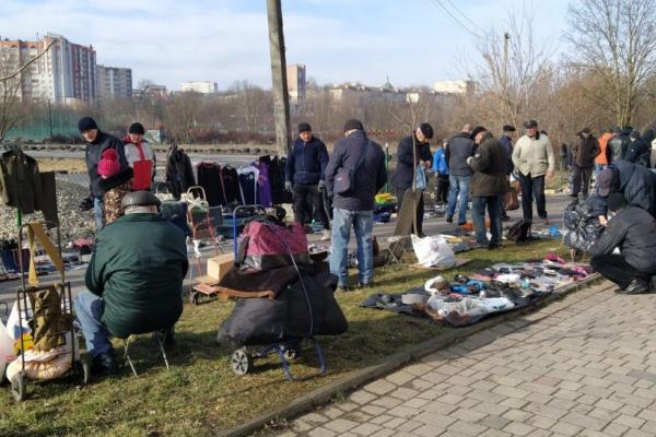 Тернопіль: припинять несанкціоновану торгівлю в гідропарку «Топільче»