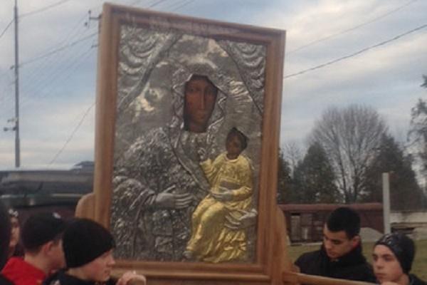 На Тернопільщину привезли чудотворну ікону