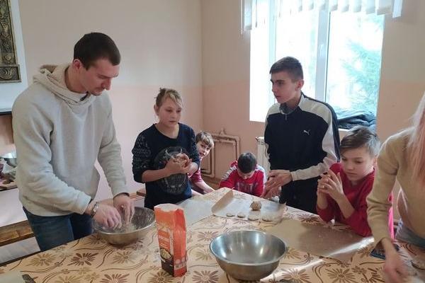 У тернопільському «Карітасі» стартував кулінарний клуб «Смак УСПІХУ»
