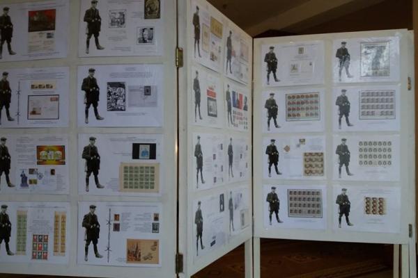 Виставку філателістичних знаків про Романа Шухевича відкрили у художньому музеї Тернополя
