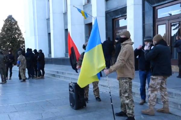 Під Тернопільською ОДА активісти проти «зливання» українських інтересів (Наживо)