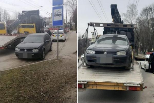 У Тернополі на зупинці покинули автівку на «євробляхах»